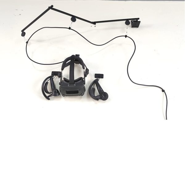 Кронштейн настенный для кабеля VR с креплением очков и контроллеров. Универсальный аксессуар, подходящий для любого VR-шлема. Можно использовать как дома, так и в VR-клубе. Дарит свободу передвижения игроку, защищает дорогостоящий кабель от повреждения и деформации. Занимает очень мало места. В комплекте все необходимое для установки на стену.